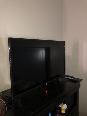32 inch pixel tv for Sale in Montclair, CA