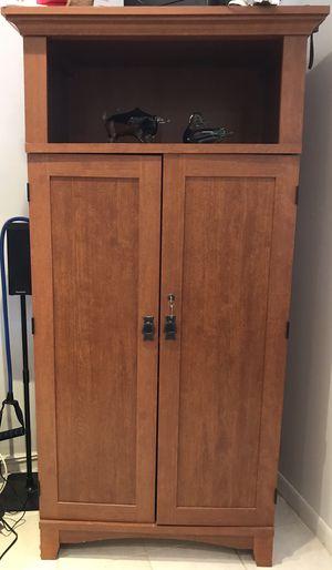 Computer armoire desk for Sale in Hialeah, FL