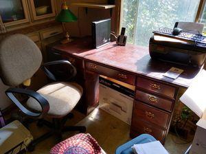 Desk w chair for Sale in Morgantown, WV