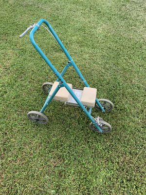 Knee wheel scooter for Sale in Madison, MS