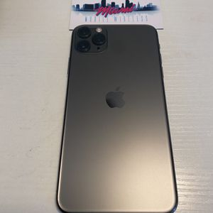 FACTORY UNLOCKED iPHONE 11 PRO MAX for Sale in Miami, FL