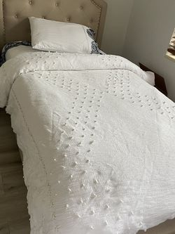 Twin bed with mattress for Sale in Key Biscayne,  FL
