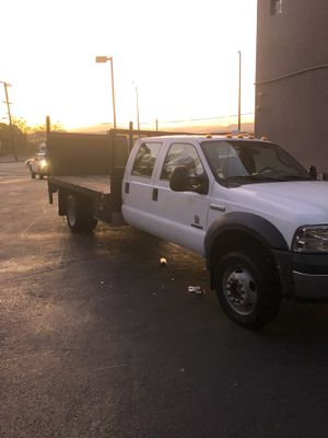 2006 FORD F550 4x4. Crew cab diesel flatbed with lift Gate for Sale in Richmond, CA