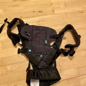 Infantino Flip 4 -in-1 Convertible Carrier for Sale in Kent, WA
