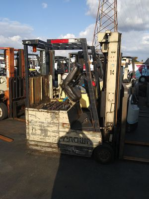 Crown electric forklift 3000 lb lift 3 stage with side shift . i have 2 of them for Sale in Brea, CA