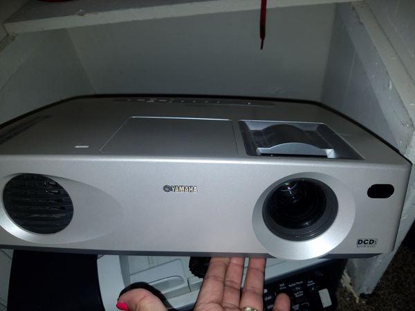 yamaha proyector LPX-500
