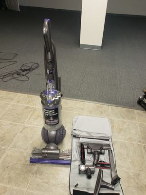 Vacuum cleaner Dyson Ball Animal 2 + upgraded att set for Sale in Saint Charles, MO