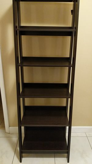Bookcase good condition. Free! for Sale in Miami, FL
