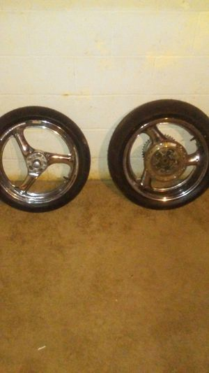 Suzuki motorcycle rim and new tire for Sale in Cleveland, OH