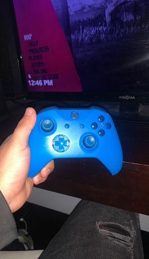 Xbox one wire less controller for Sale in Fort Worth, TX