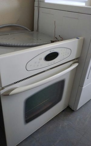 GE Single White Gas Oven. for Sale in Tampa, FL