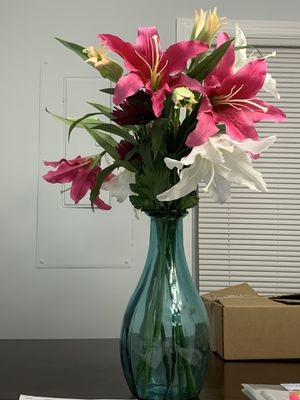 Glass vase with silk floral arrangement. for Sale in Capitol Heights, MD