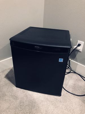 Mini fridge for Sale in Everett, WA