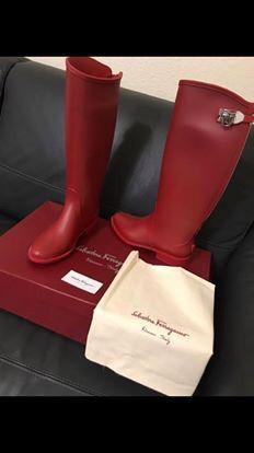 Ferragamo rubber boots. Perfecta Para Estos Días De Lluvia for Sale in Miami, FL