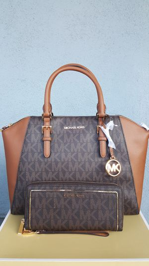 New Authentic Michael Kors Large Handbag Comes With A Long Shoulder Strap And Large Wallet 🎁🎅🎁🎅 for Sale in Montebello, CA