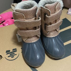 Snow Boots Size 9T 10T For Toddlers for Sale in Winthrop, MA
