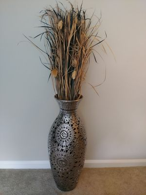 METALLIC FLOWER VASE with FAUX PLANT for Sale in Norcross, GA