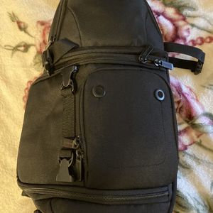 Amazon Basics Camera Sling Bag for Sale in Bell, CA