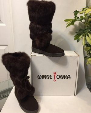 Minnetonka new in Box real Fur Boots for Sale in Buffalo Grove, IL