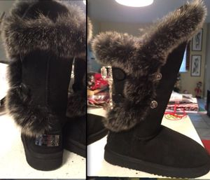 Australia LUXE collection winter boots for Sale in Bell Gardens, CA