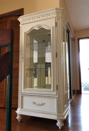 Glass Display Cabinet - RoomsToGo for Sale in Miami, FL