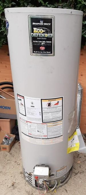 2013 BRADFORD WHITE 50 GALLON WATER HEATER (under warranty) for Sale in Los Angeles, CA