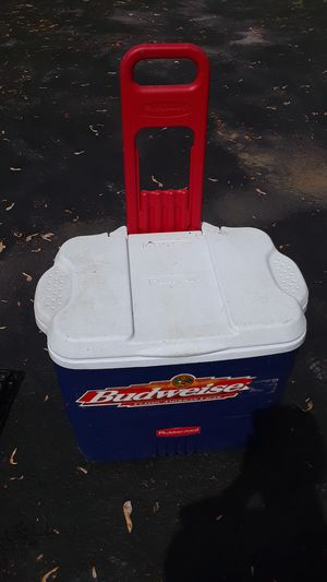 Budweiser Rubbermaid cooler on wheels ! for Sale in Gibsonia, PA