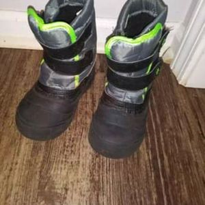 boys snow boots SIZE 9 for Sale in Greenville, SC