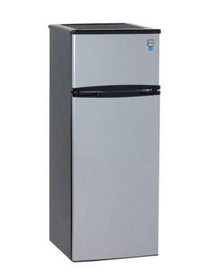 Avanti 7.4 Cu Ft Compact Refrigerator Platinum Top Freezer Nevera Frío Heladera Congelador Arriba Compacto RA7316PST for Sale in Miami, FL