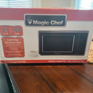 **New Microwave** Magic Chef Countertop 700 Watts for Sale in Ontario, CA