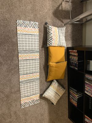 Couch Pillows and coffee table runner for Sale in Cedar Park, TX