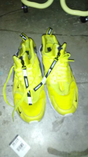 Yellow Huaraches Nike for Sale in Taylor Lake Village, TX