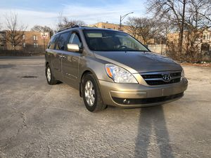 2007 Hyundai Entourage fully loaded for Sale in Chicago, IL