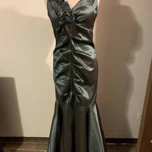 Beautiful Green Prom Mother Of The Bride Size 12 for Sale in Oak Lawn, IL