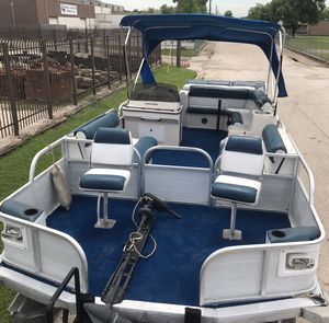 2002 21ft Beachcomber Pontoon w/40HP Mercury Outboard Engine for Sale in Dallas, TX