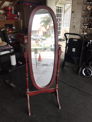 Antique standing mirror for Sale in Jurupa Valley, CA