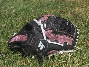 Worth Fastpitch Girls Softball Glove 11.5 Inch Pattern for Sale in Livermore, CA