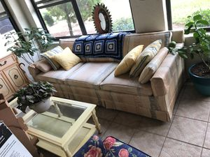 Couch with 6 throw pillows for Sale in Lake Wales, FL