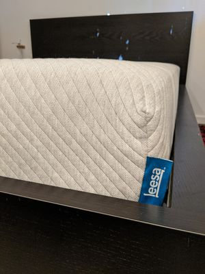 LEESA memory foam mattress and frame QUEEN for Sale in Mountain View, CA