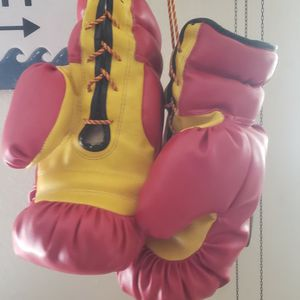 16 0z Boxing Gloves for Sale in Covina, CA