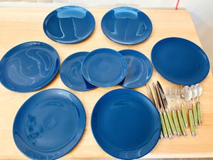 Beautiful 9 piece Dinnerware set with utensils for Sale in Long Beach, CA