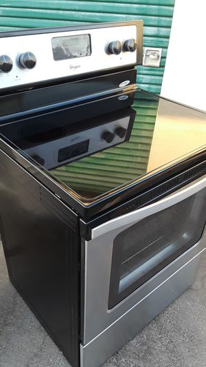 Electric stove whirlpool 220 volt in good condition everything works 30 inches wide for Sale in Corona, CA