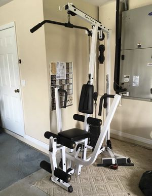 Body Solid home multi gym excellent condition with attachments Sells for $1225 plus taxes includes LARGE RUBBER MAT and tricep rope, rower, lat at for Sale in Federal Way, WA