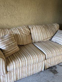 Couch with Pull Out Bed for Sale in Phoenix,  AZ