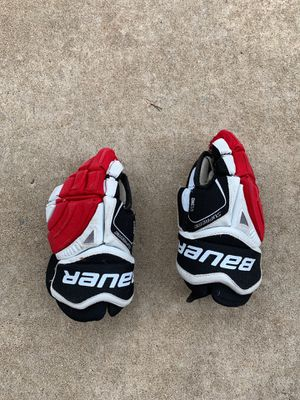 """Kids 11"""" Bauer gloves for Sale in Lino Lakes, MN"""