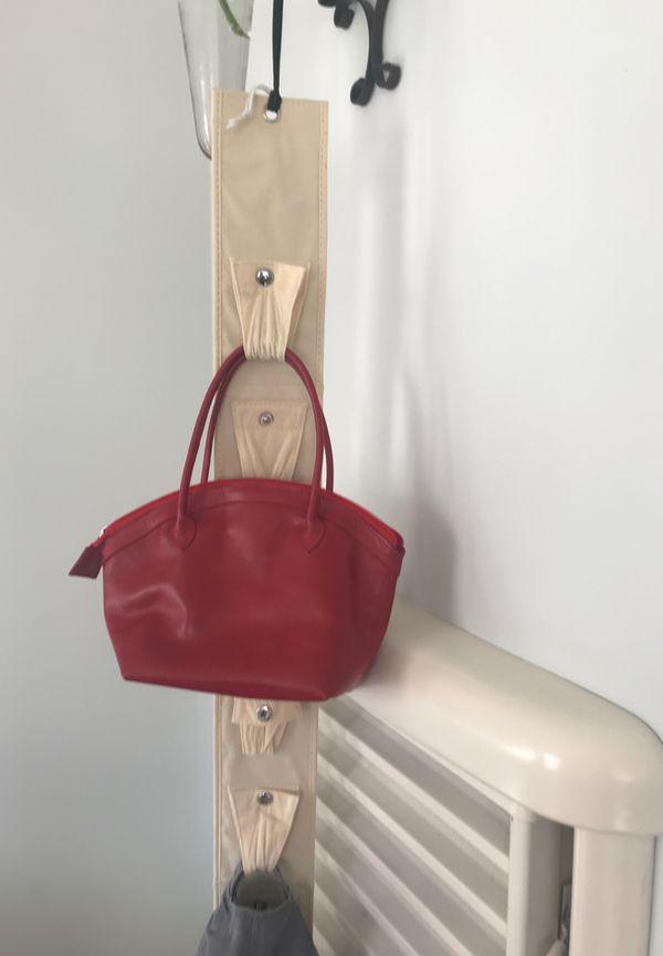 Hanging purse rack for closet