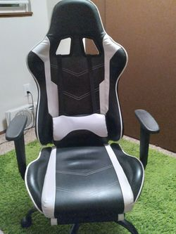 Gaming Chair for Sale in Milwaukie,  OR