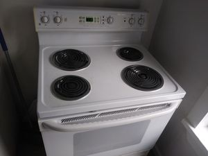 General Electric Self-Cleaning Stove for Sale in Tampa, FL