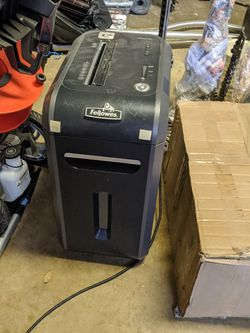 Cross Cut Paper Shredder for Sale in Austin,  TX