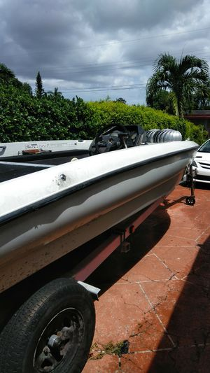 Bass boat with 200 Mercury for Sale in Pompano Beach, FL